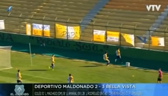 La terrible caída de Uri Amaral en un partido en Uruguay. (Captura y video: YouTube)