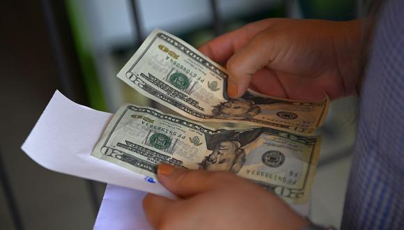 El índice dólar ha ganado alrededor de un 2,4% en lo que va del año, informó la agencia Reuters. (Foto: AFP)