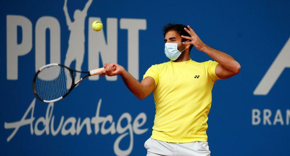 El alemán Benjamin Hassan, primer tenista que juega un partido con mascarilla. (Foto: Reuters)