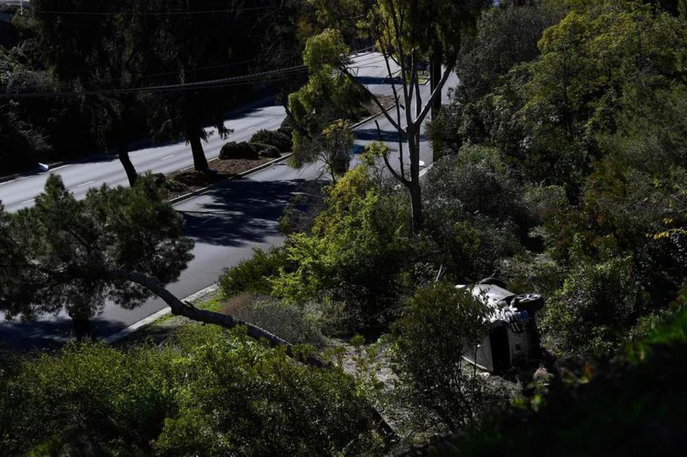 Tiger Woods fue operado por graves lesiones en las piernas tras estrellarse solo con su auto la mañana del martes en una carretera cercana a Los Ángeles (California). (Foto: AFP)