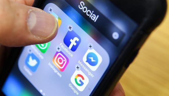 Facebook pedirá a los usuarios que lean los artículos antes de compartirlos. (Kirill Kudryavtsev / AFP).