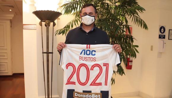 Carlos Bustos llegó el pasado martes a Lima para dirigir a Alianza en la Liga 2. (Foto: Alianza Lima)