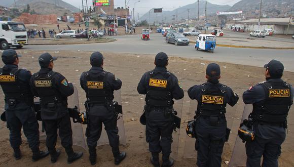 Coronavirus Perú   Grupo de jóvenes jugaba 'pichanga' en San Juan de Lurigancho y la policía los intervino