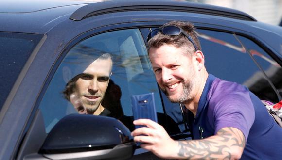 Bale fue recibido por una grupo de fanáticos de los 'Spurs'. (Foto: Getty)