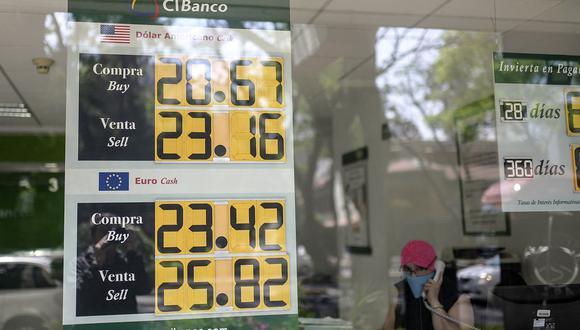 El dólar se cotizaba a 20,2 pesos en el mercado de México (Foto: AFP).