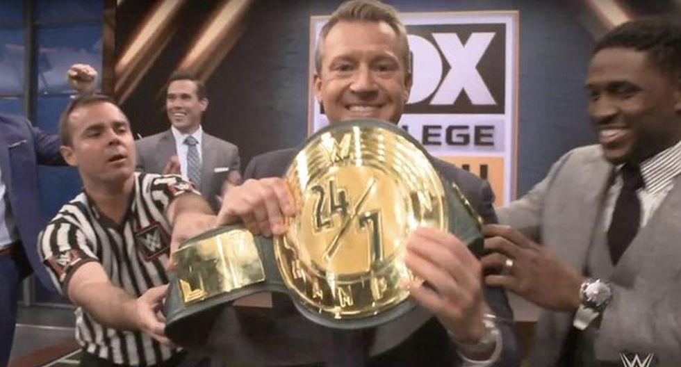 Rob Stone mostrando el título 24/7. (Foto: WWE)