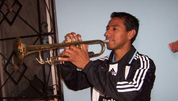 """En su paso por Inglaterra, Nolberto Solano formó parte de una agrupación musical llamada """"Geordies Latinos""""."""