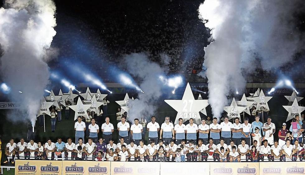 Universitario presentó su equipo anoche en el estadio Monumental.  (Fernando Sangama)