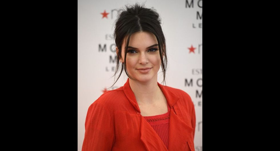 Kendall Jenner ve con mucha simpatía la labor de Kirby. (AFP)