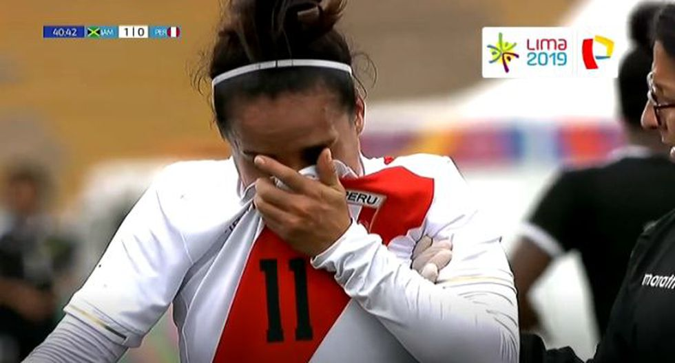 López sufrió una fuerte entrada en el Perú vs. Jamaica (Captura)