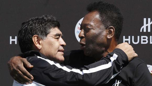 Pelé fue uno de los tantos emblemas del fútbol que lamentó el fallecimiento del argentino. (Foto: AFP)