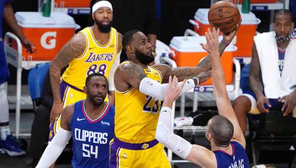 Los Angeles Lakers y Dallas Mavericks se medirán en el estelar de la NBA este 25 de diciembre. (Foto: Reuters)