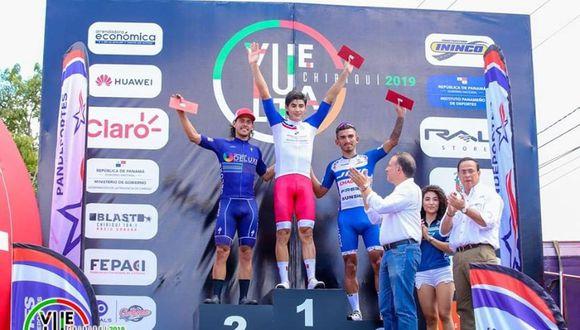 Alonso Gamero en el podio de la segunda etapa de la Vuelta a Chiriquí 2019. (Foto: Federación Deportiva Peruana de Ciclismo)