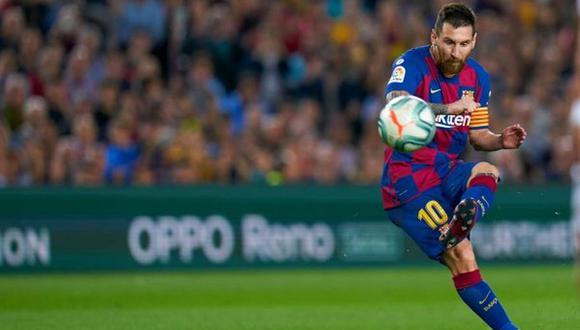 Con la anotación de tiro libre ante Valencia, Lionel Messi está cada vez más cerca de igualar la cifra de Diego Armando Maradona. (Foto: AFP)