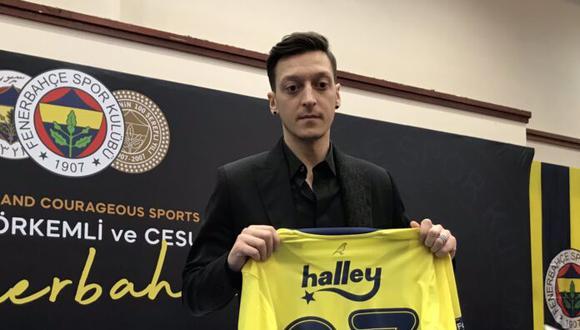 Mesut Özil firmó contrato con el club turco por tres años y medio. (Foto: Fenerbahçe)