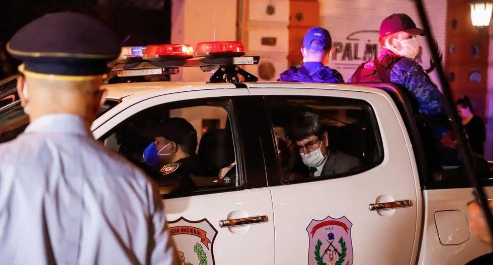 Las autoridades custodiaron a Ronaldinho hasta el ingreso al hotel. (Foto: EFE)
