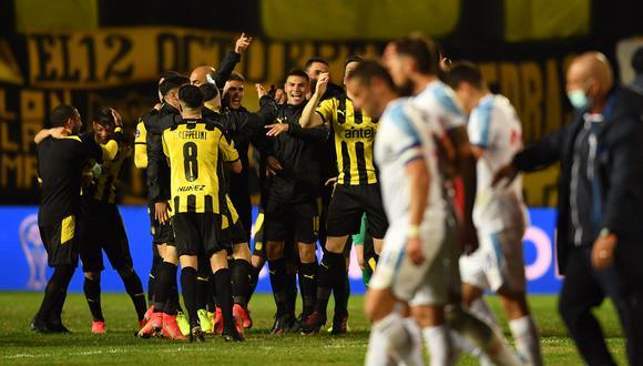 Peñarol eliminó a Nacional y avanzó a cuartos de final de la Copa Sudamericana. (Foto: AFP).