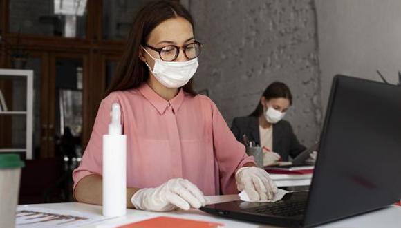 Los trabajadores del Gobierno Federal deberán hacer una prueba de COVID-19 para regresar a las oficinas. (Foto: Getty)