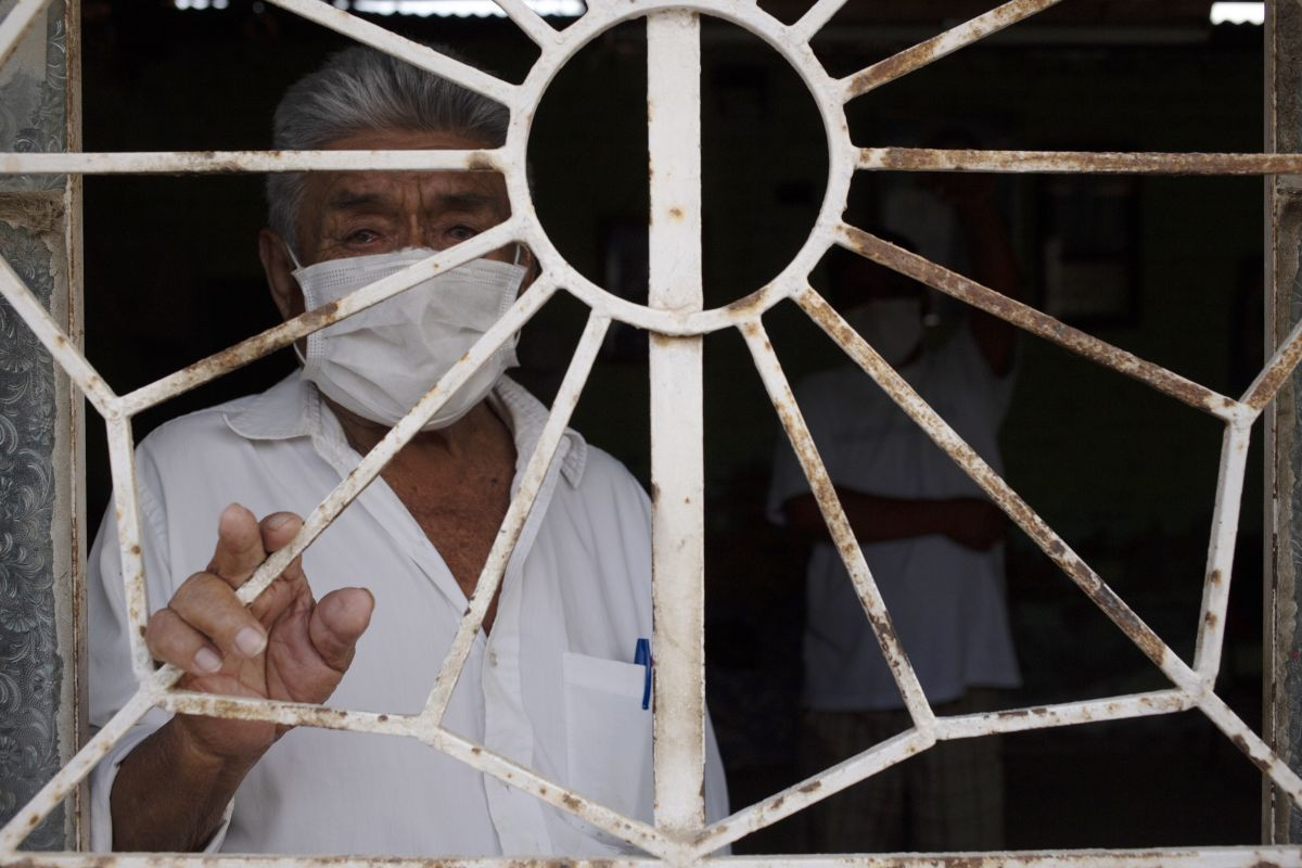 La modalidad Carritos pagadores está destinado a los perceptores que viven en las localidades más alejadas del país, sobre todo para adultos mayores o personas que tengan una discapacidad severa (Foto: AFP)