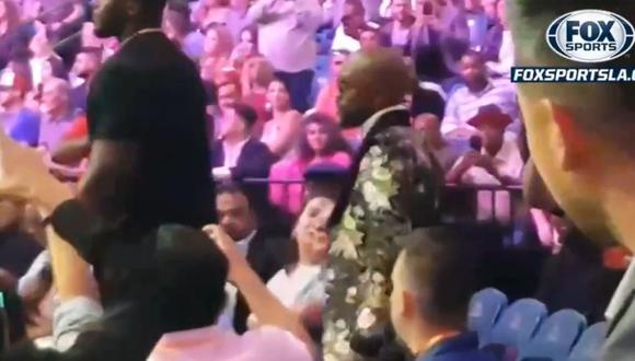 Floyd Mayweather apareció en el MGM Grand Arena para el Pacquiao vs Thurman. (FOX Sports)