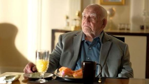 Asner, quien a los 91 años ha aparecido en muchas películas y programas de televisión a lo largo de los años, habló recientemente sobre el honor de regresar a Cobra Kai Season 3 (Foto: Netflix)