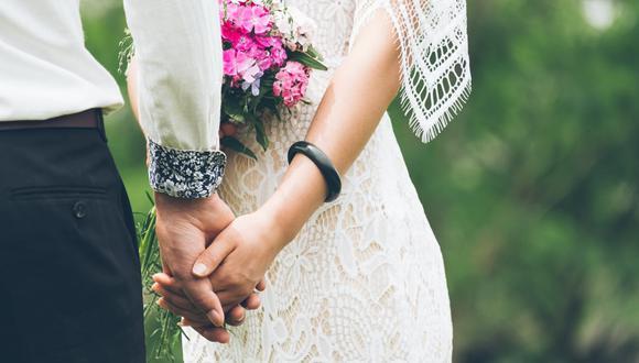 Hizo lo inesperado. Una novia decidió darle propina a una camarera que derramó salsa sobre el vestido de su suegra en el día de la boda. (Foto referencial: StockSnap / Pixabay)