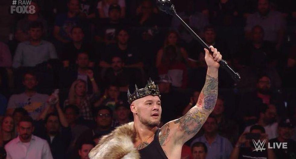 Chad Gable ganó por descalificación debido a que Baron Corbin lo atacó con su cetro de rey. (Foto: WWE)