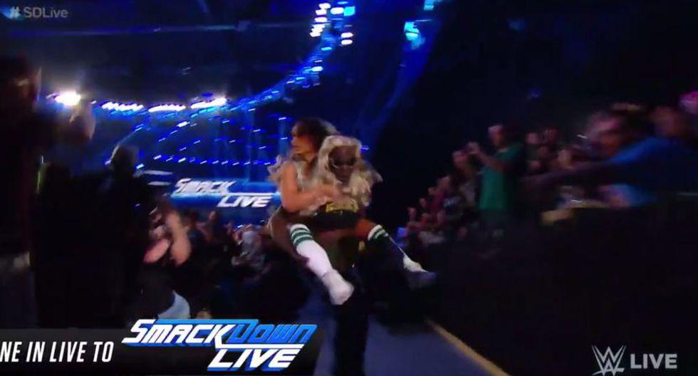 R-Truth escapó con Carmella en SmackDown Live. (WWE)