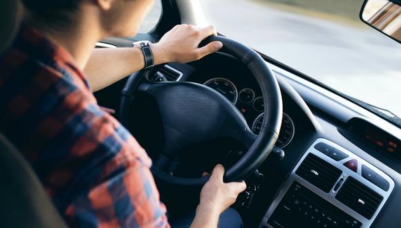Los niños son propensos a marearse cuando viajan en auto. (Pexels)