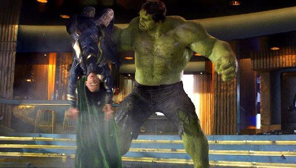 Hulk humilla a Loki en Avengers (Marvel)