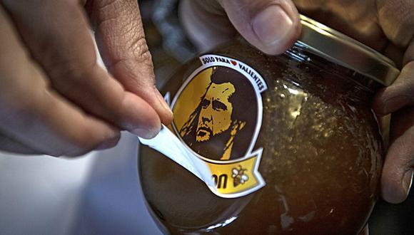 La dueña de la marca presentó su nueva imagen y esta vez tuvo que dejar de lado el rostro del famoso actor. (Foto: AFP)