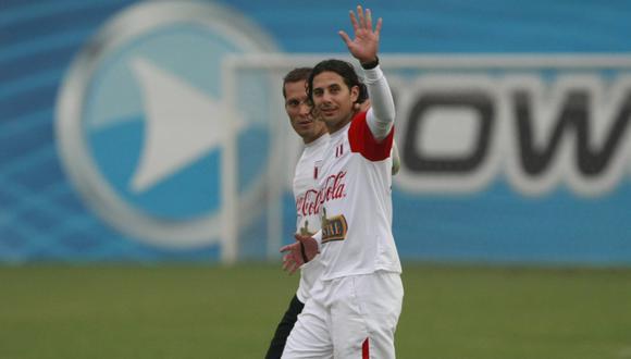 Leao Butrón y Claudio Pizarro juntos en la Selección Peruana. (GEC)