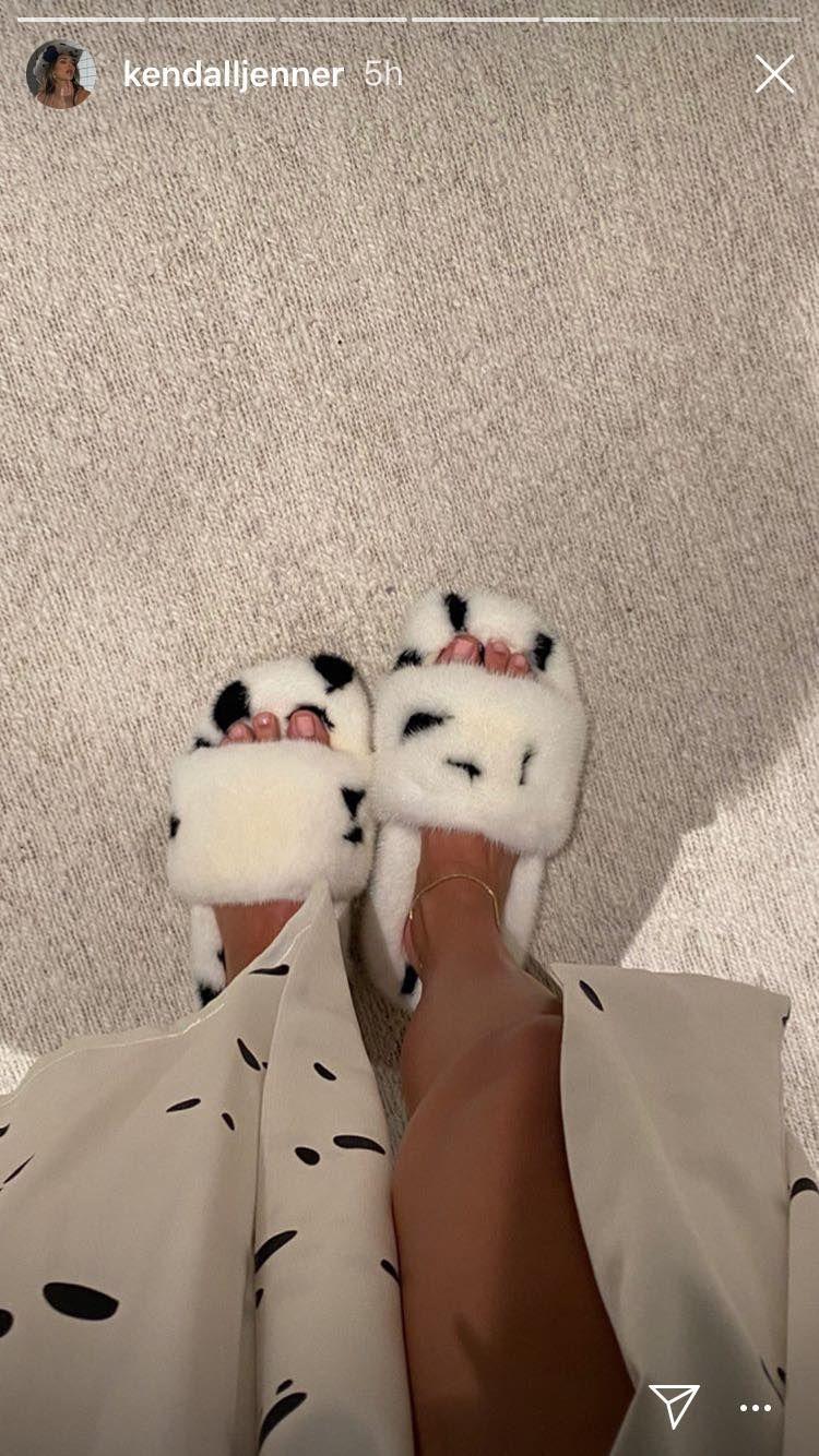 Estas son las pantuflas que lució Kendall Jenner. (Foto: @kendallJenner | Instagram)