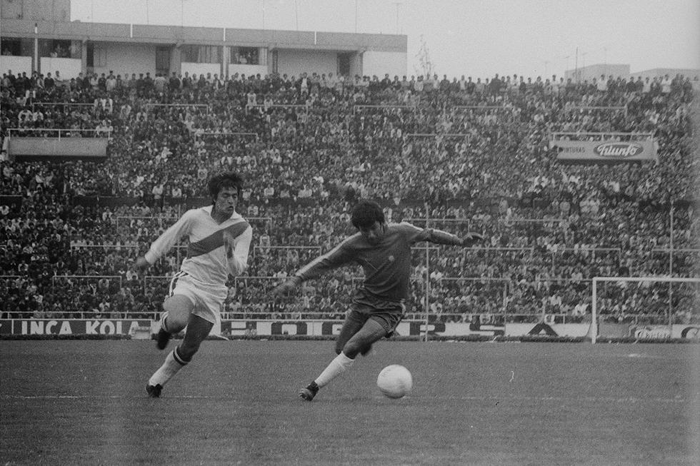 Eleazar Soria Ibarra nació en Lima el 11 de enero de 1948, desde pequeño se inclinó por el fútbol y a los 16 años ingresó a los juveniles de Universitario de Deportes, para luego pasar a la reserva y debutar profesionalmente el año 1967. (Foto: GEC Archivo Histórico)