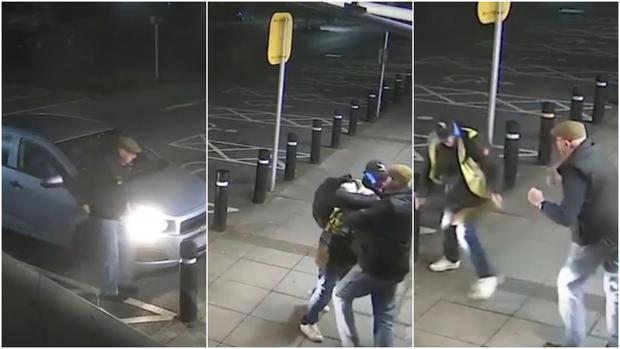 Anciano peleó a puño limpio con joven ladrón en establecimiento y así terminó. (YouTube/RT)
