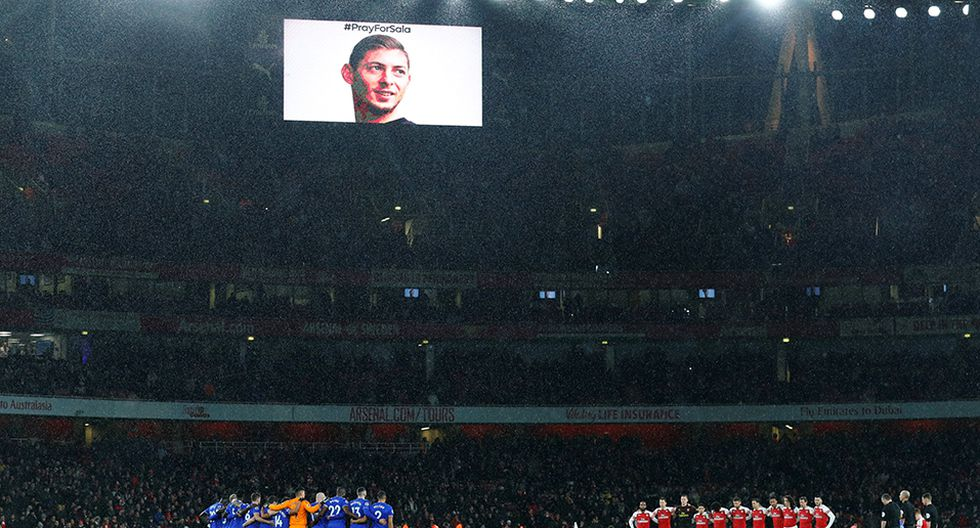 Emotivo homenaje a Emiliano Sala previo al partido entre Arsenal vs. Cardiff City por la Premier League en el Emirates. (Foto: Reuters)