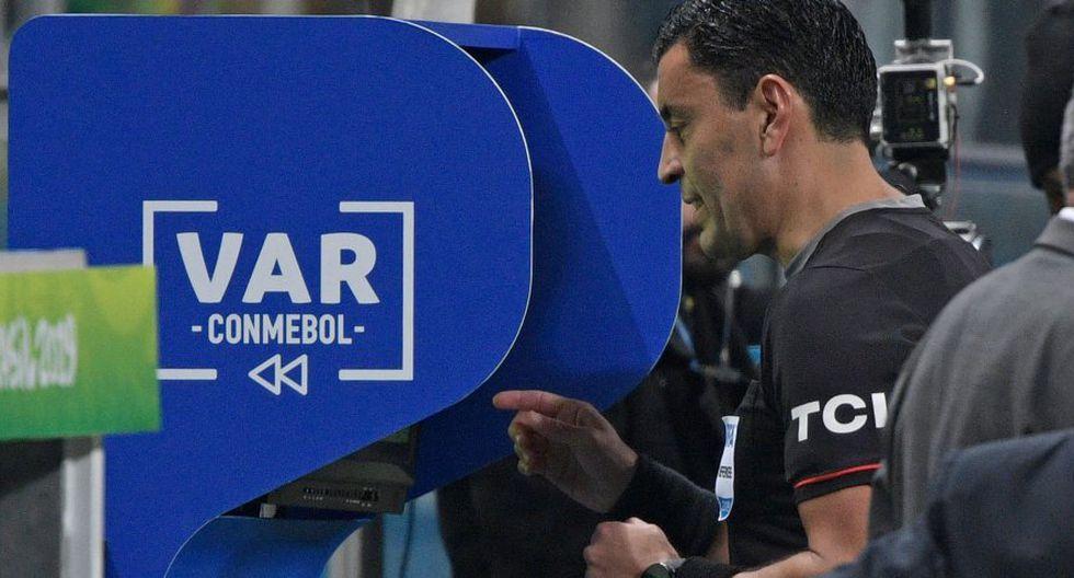 El VAR desató polémica en la Copa América. (AFP)