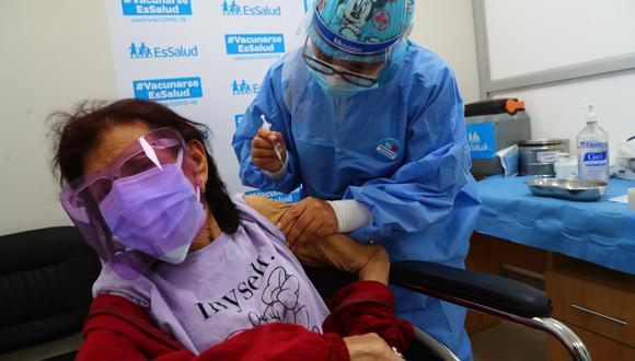 Meta del gobierno es llegar al 28 de julio con 4 millones 650,000 personas inmunizadas contra el covid-19 (Foto: Hugo Curotto/GEC)