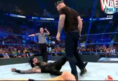 Le golpeó la cabeza: el 'Rey' Corbin atacó con su cetro a Roman Reigns en SmackDown [VIDEO]