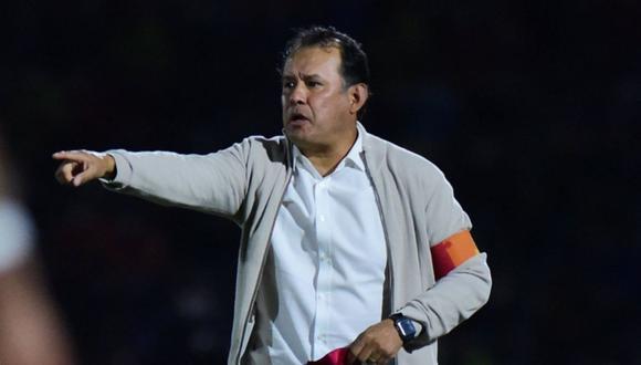 Juan Reynoso firmó contrato con Cruz Azul por todo el 2021. (Twitter)