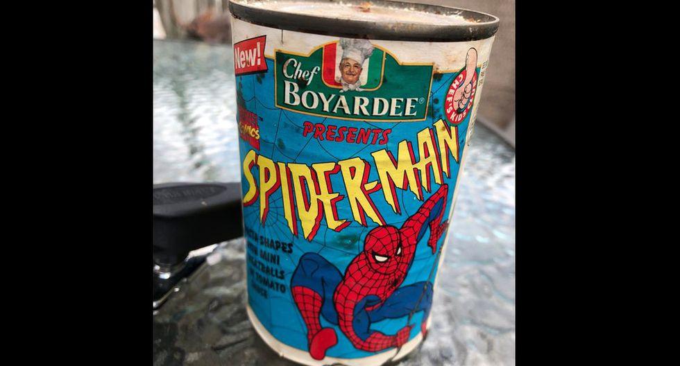 El joven halló una lata que tenía fecha de vencimiento en 1995 y contó lo que llegó a encontrar dentro. (Foto: @DinosaurDracula /Twitter)
