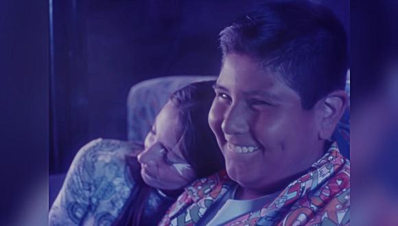 Niño del Oxxo protagonizó videoclip de cantante de reguetón. (Foto: NIBAL / YouTube)