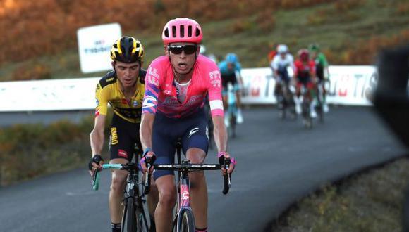 El británico Hugh Carthy durante el ascenso al Moncalvillo, en la octava etapa de la Vuelta. (Foto: EFE)