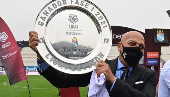 Roberto Mosquera levantó su tercer título consecutivo con Sporting Cristal. (Foto: Liga de Fútbol Profesional)