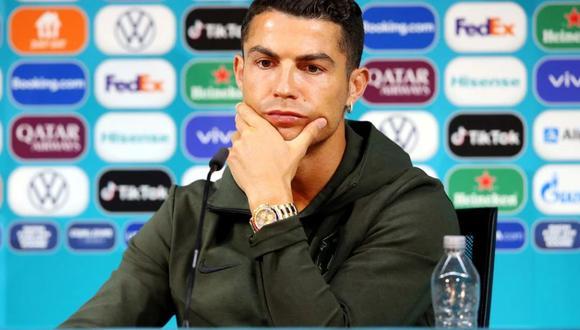 Cristiano Ronaldo fue protagonista en la Eurocopa 2021 por retirar botellas de gaseosas en la conferencia de prensa. (Foto: Reuters)