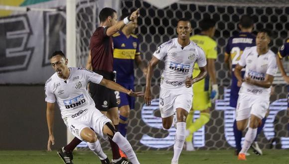 Boca no pudo ser rival para Santos que se impuso por un contundente 3 a 0. (EFE)