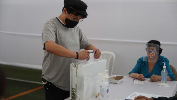 La ONPE ha dispuesto un horario escalonado para evitar aglomeraciones durante las Elecciones 2021 (Foto: Jéssica Vicente/ GEC).
