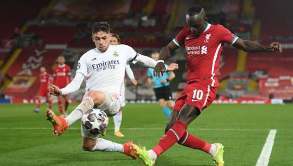 Federico Valverde jugó infiltrado ante Liverpool tras salir tocado en el 'Clásico' ante el Barcelona el sábado pasado. (Foto: Twitter)