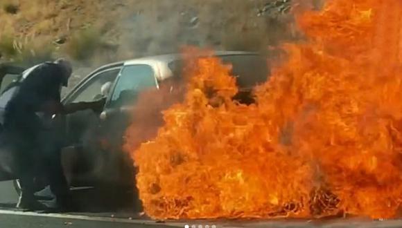 Jóvenes rescatan de un auto en llamas a adultos mayores en carretera de Estados Unidos. (Foto: @lakesidefiredist / Instagram)