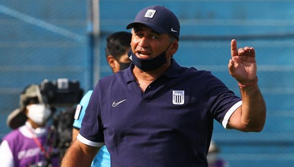 Carlos Bustos es entrenador de Alianza Lima desde inicios de este 2021. (Foto. Agencias)